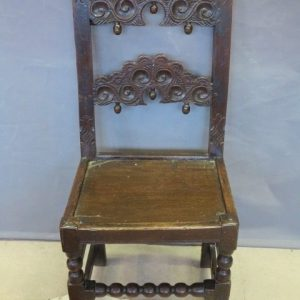 A 17TH CENTURY DERBYSHIRE CHAIR