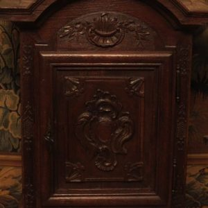 A SMALL 18TH CENTURY HANGING CUPBOARD
