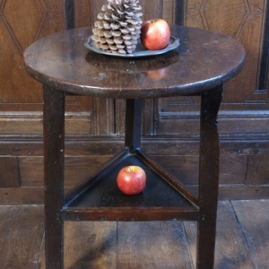 AN 18TH CENTURY CRICKET TABLE