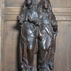 A PAIR OF 16TH CENTURY CARVED FIGURES