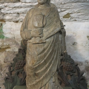 A 17TH CENTURY CARVING