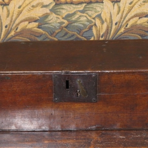 A 17TH CENTURY OAK BOX