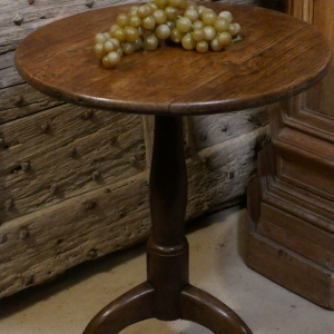 A 17TH CENTURY TRIPOD TABLE