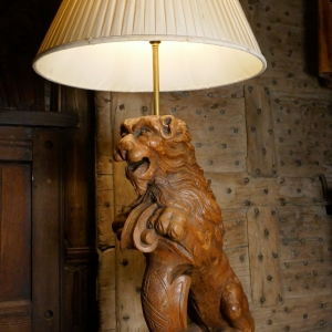 A CARVED LION LAMP