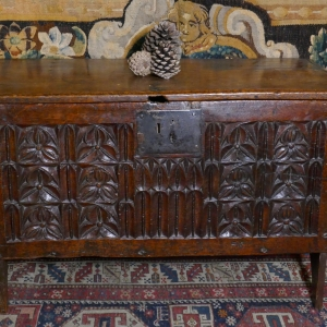 A SMALL 17TH CENTURY CARVED COFFER